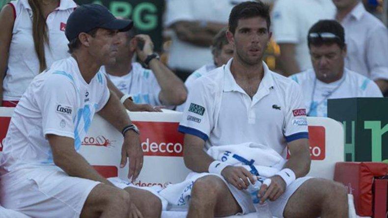 Federico Delbonis junto al capitán del equipo de la Copa Davis Daniel Orsanic.
