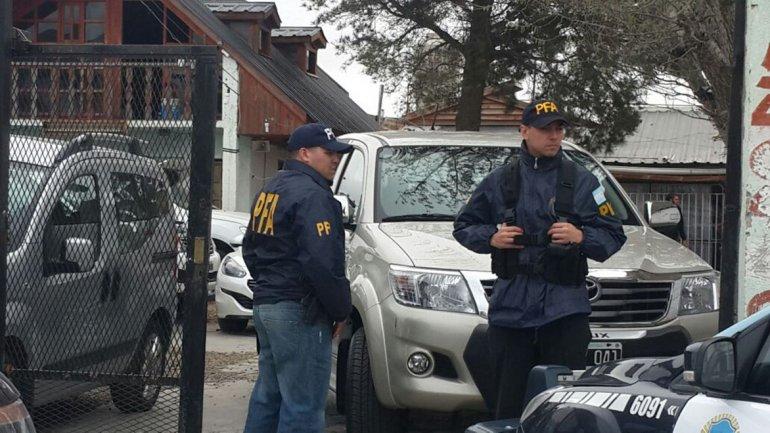 Los procedimientos que la Policía Federal desarrolló ayer en Caleta Olivia.
