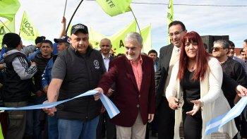 El gobernador Mario Das Neves volvió a mostrarse ayer junto al intendente de Trelew, Adrián Maderna.