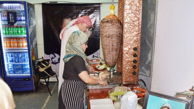 Los platos típicos de cada una de las Colectividades Extranjeras ya se pueden disfrutar en el Predio Ferial.