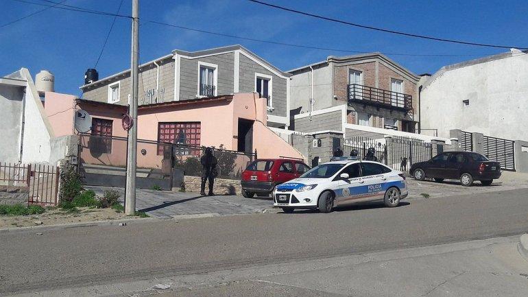 Realizaron cinco allanamientos en tres barrios: secuestraron armas y municiones