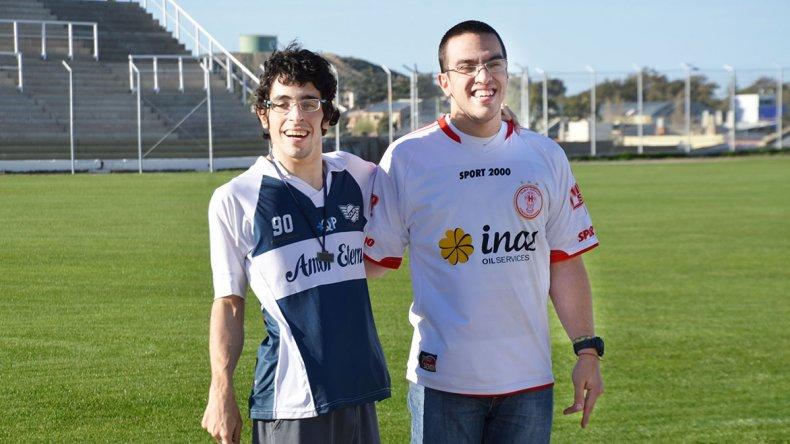 Facundo Rodrigues y Mariano Morales. El hincha de Newbery y el hincha de Huracán. Una muestra de que la rivalidad no divide.