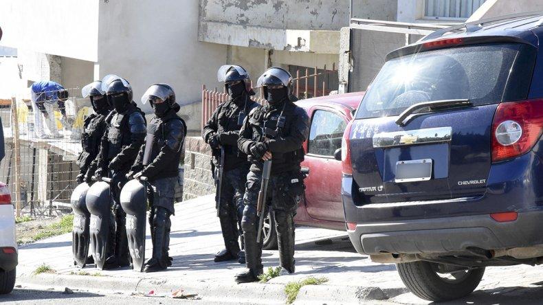 Con fuerte presencia policial se allanó la casa de la calle Arburúa
