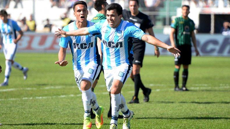 Marcos Acuña en el festejo del primer gol ayer en el triunfo de Racing como visitante ante San Martín de San Juan.