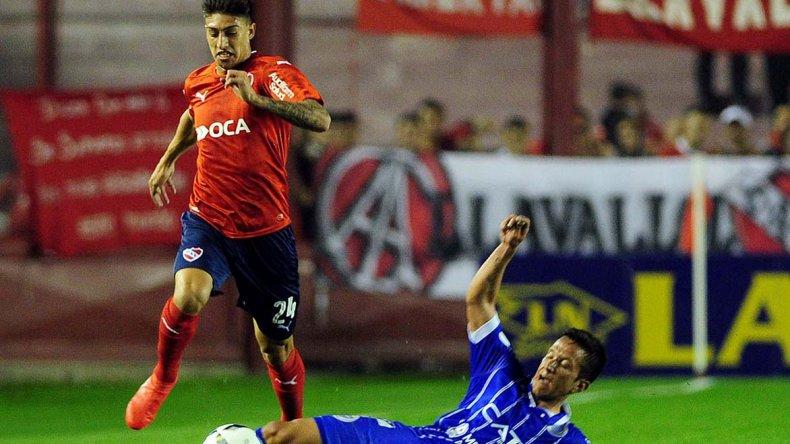 Independiente logró anoche su segundo éxito consecutivo en el campeonato de la AFA y es uno de los líderes.