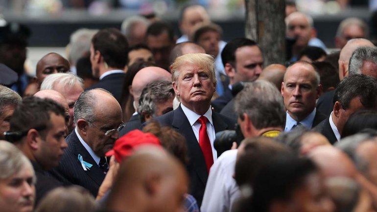 Donald Trump durante la ceremonia desarrollada ayer en la Zona Cero de Nueva York.