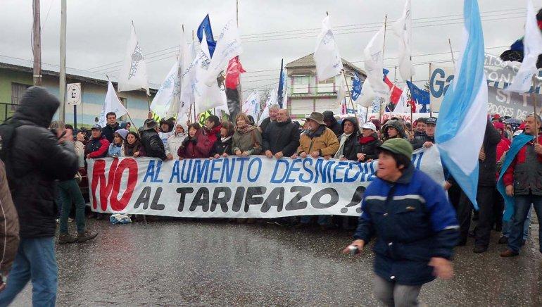 Las protestas de la ciudadanía y las presentaciones judiciales obligaron a retrotraer las tarifas que originalmente había fijado el Gobierno nacional sin pasar por el proceso de audiencias públicas.