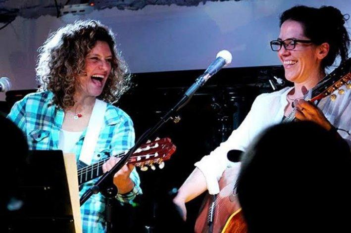 Ana Prada y Pata Kramer se presentarán el jueves 15 en el Espacio Cultural y Social Collage para brindar el show Canciones Yeguas.