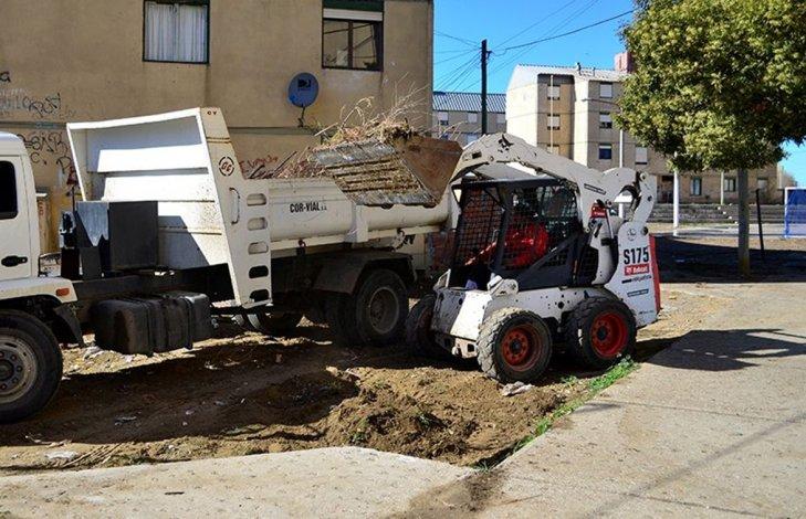 Se realizó un intenso operativo de limpieza en el barrio 2 de Abril de Caleta Olivia.