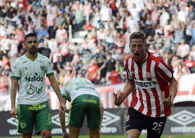 Ignacio Bailone festeja su gol