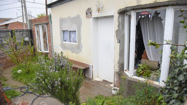 El homicida ingresó por la ventana y mató a cada uno en su habitación