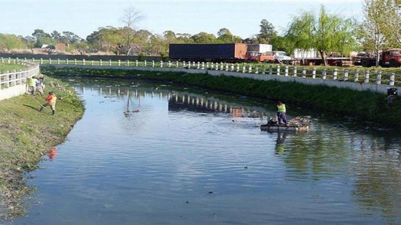 Macabro hallazgo en un arroyo de Quilmes.