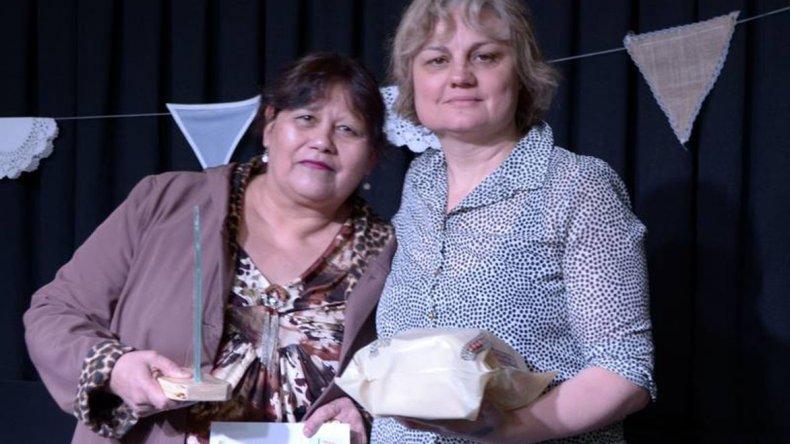 La tallerista Adelicia Vera recibió un reconocimiento.