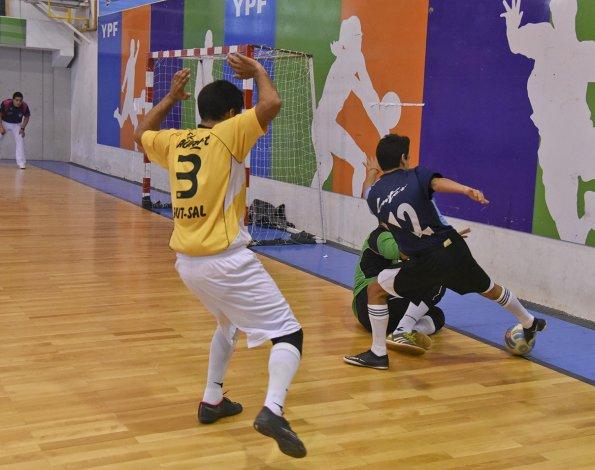 El torneo Clausura de fútbol de salón oficial tuvo solamente actividad el sábado.