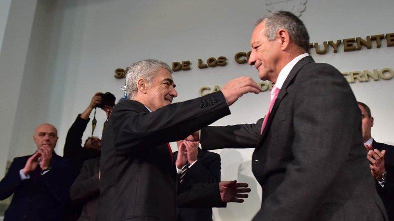 El gobernador Mario Das Neves tomó juramento a Ignacio Hernández como nuevo ministro de Salud.
