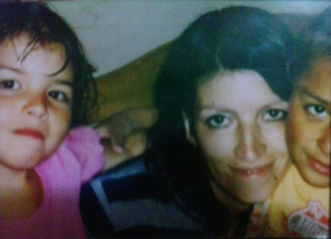 En agosto de 2011 el cabo de policía Alejandro Benítez asesinó a su esposa embarazada de seis meses y a sus hijos.