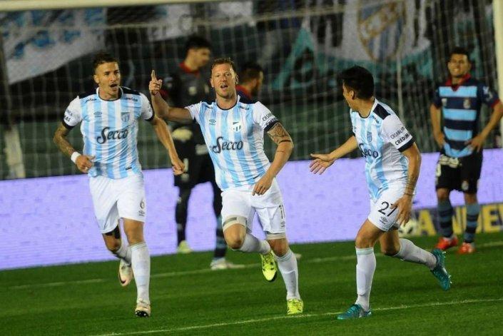 Atlético Tucumán le ganó a Arsenal y es líder