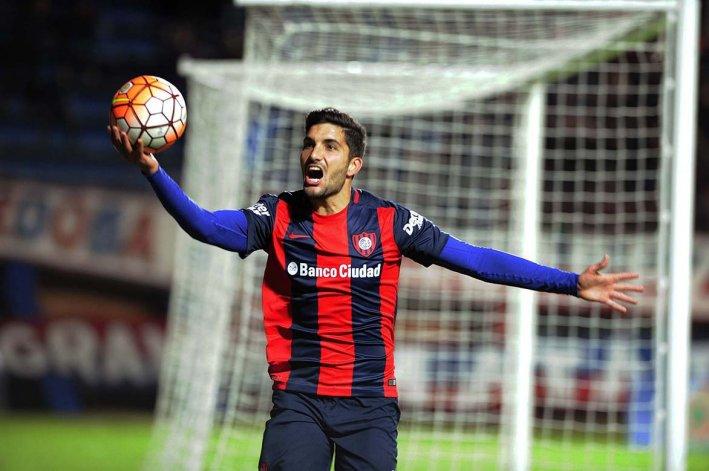Nicolás Blandi marcó anoche dos goles en el triunfo y clasificación de San Lorenzo.