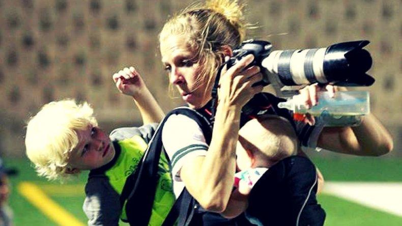 La fotógrafa que asombra por su dedicación