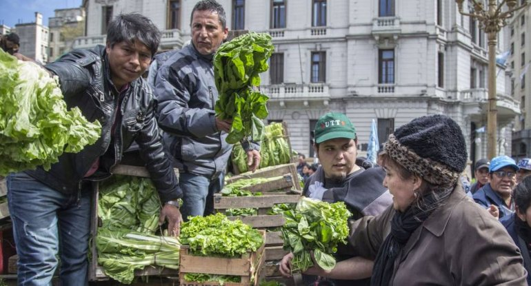 Regalaron 20 mil kilos de verdura en Plaza de Mayo