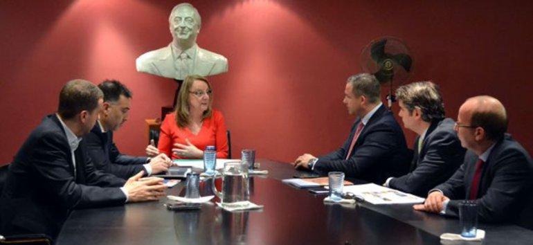 La gobernadora Alicia Kirchner mantuvo encuentros con autoridades del gobierno ruso y empresarios en la embajada de Buenos Aires.