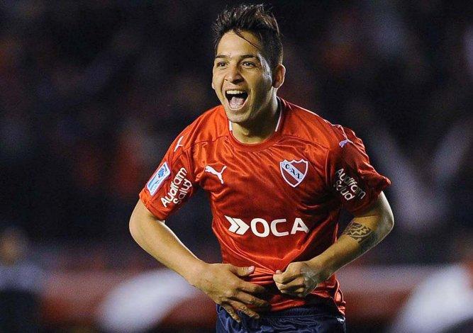 Benítez festeja el gol que le dio la clasificación al Rojo a los octavos de final de la Copa Sudamericana.
