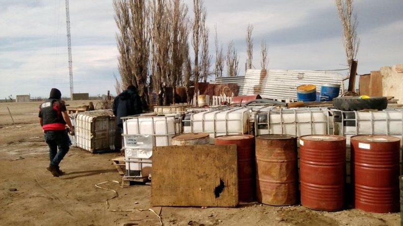 Estación de servicio clandestina: vendían combustible robado a camioneros chilenos