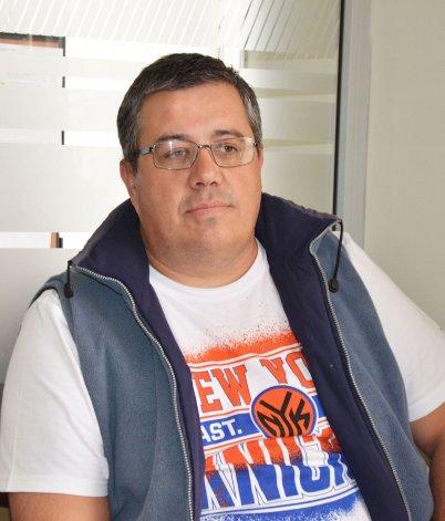 Enrique Ruiz lamentó la decisión judicial con los legajos en sus manos. Dice que aún no encuentra una explicación razonable.