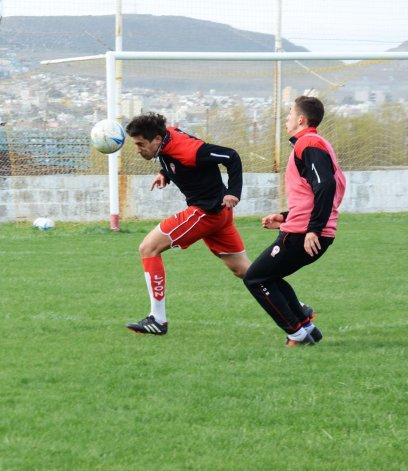 Huracán entrenó ayer en el estadio César Muñoz y hoy lo hará en la cancha de césped sintético.