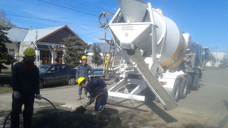 En el barrio Palazzo se están ejecutando tareas de reparación del pavimento que fue levantado para solucionar pérdidas de agua.