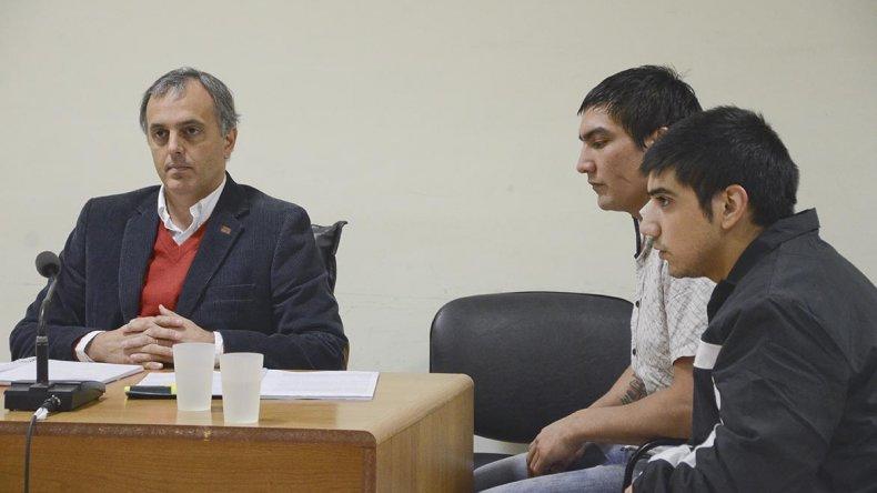 El Superior Tribunal de Justicia de Chubut confirmó la sentencia condenatoria contra Jonathan Tula -en la imagen junto a su hermano Mauro- por el doble homicidio del barrio San Cayetano.