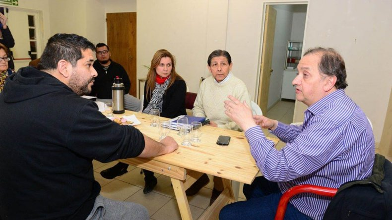 La reunión de Linares con integrantes de la Vecinal de Saavedra.