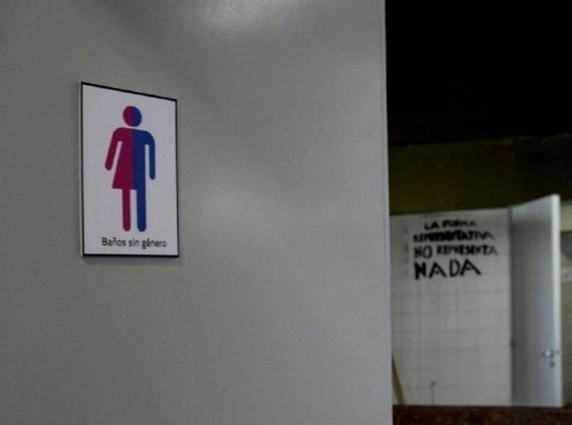 Inauguraron baños sin género en una facultad