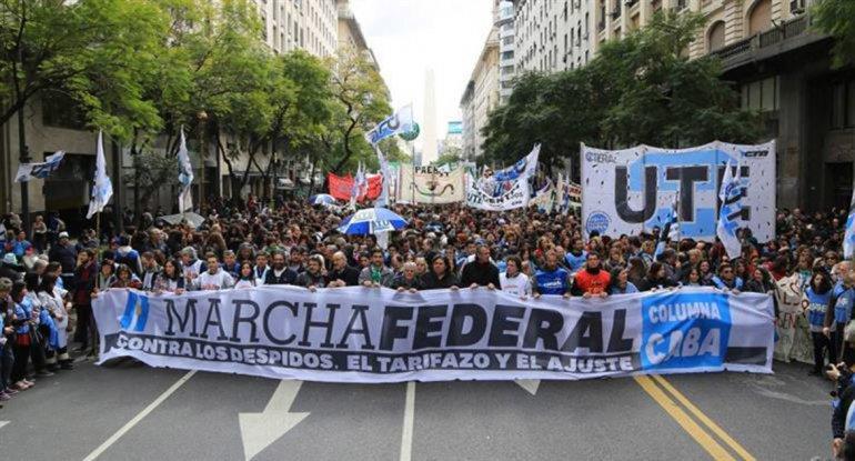 La Marcha Federal reclamó por el fin de los despidos.