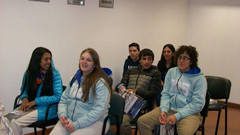 Los estudiantes de la Escuela Agropecuaria 725 visitaron las instalaciones de la Fiscalía de Sarmiento y participaron de una apertura de investigación que se llevó a cabo en la Oficina Judicial.