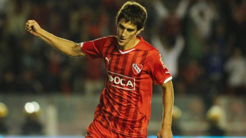 Lucas Albertengo ocupará esta tarde un lugar en el ataque del Rojo.