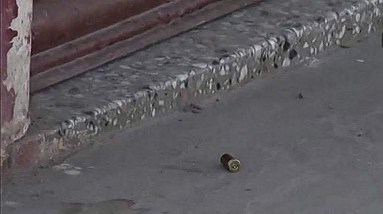Encontraron cuatro casquillos de bala en la puerta del local del carnicero