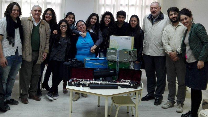 La Asociación Amigos de la Orquesta del Barrio INTA recibió la donación de diversos instrumentos por parte de la Fundación Banco del Chubut.