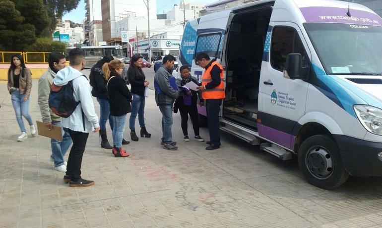 Una unidad móvil del Ministerio de Trabajo estuvo recorriendo Comodoro Rivadavia para asesorar a trabajadores.