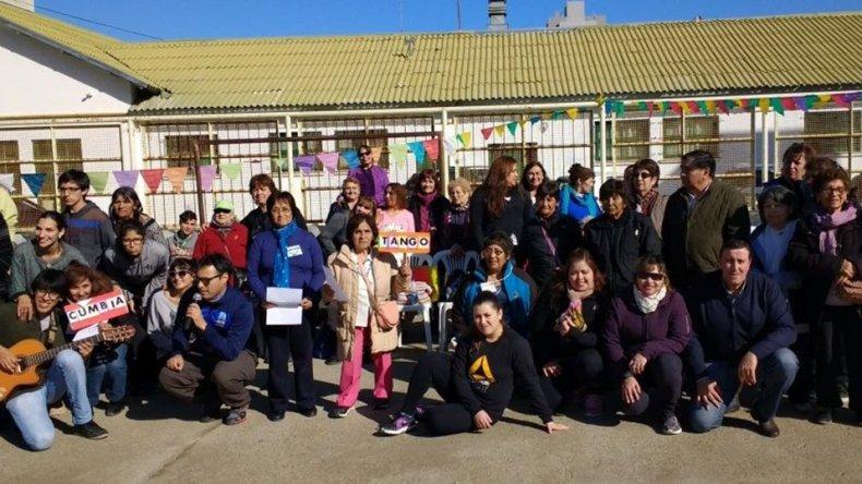 El programa Adultos en acción realizó ayer actividades en la Escuela 83.