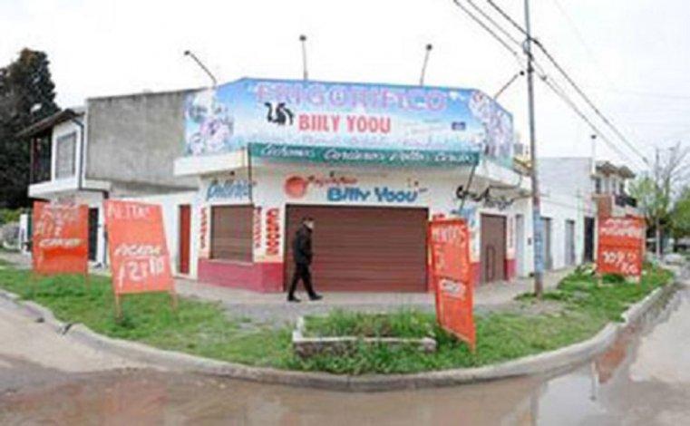 Al menos cuatro casquillos de bala fueron encontrados en la puerta de la carnicería de Oyarzún.