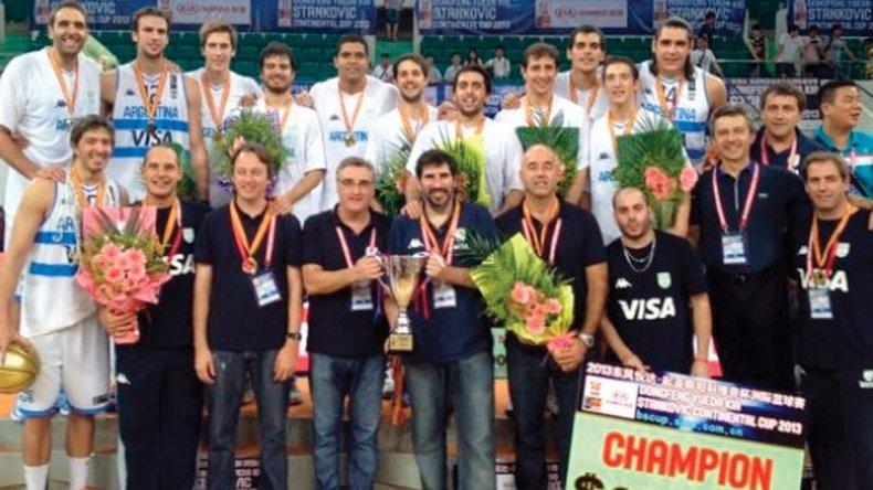 Junto a Julio Lamas en la Selección que ganó en 2013 la Copa Stankovic.