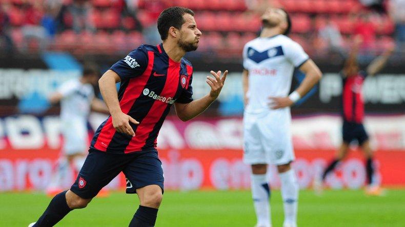 Sebastián Blanco festeja su golazo