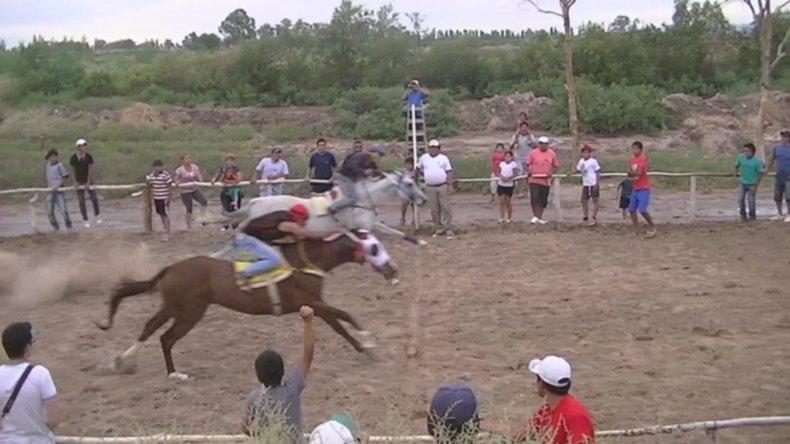 Un jockey radatilense murió durante una carrera en Sarmiento