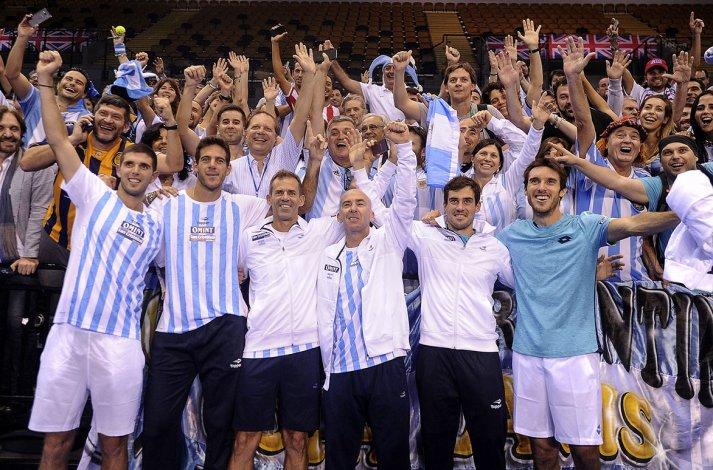 Todo el festejo del equipo argentino de Copa Davis ayer al lograr una histórica clasificación para la final en terreno británico.