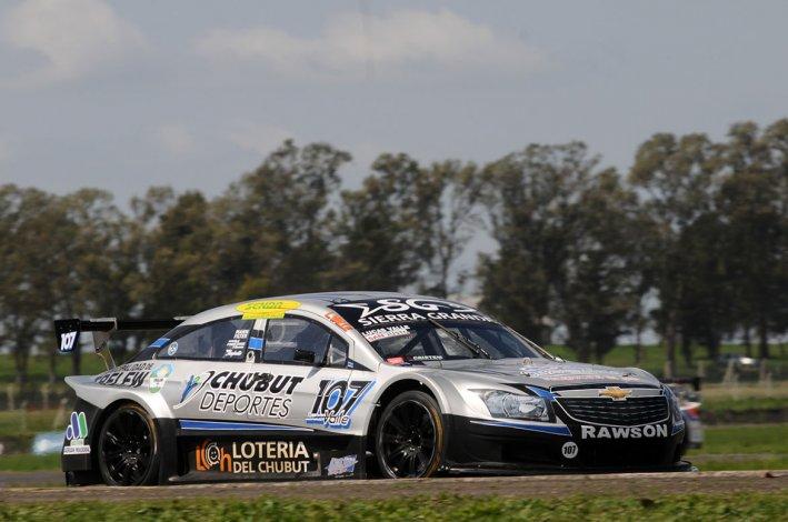 Lucas Valle festejó ayer por partida doble en la Top Race Series.