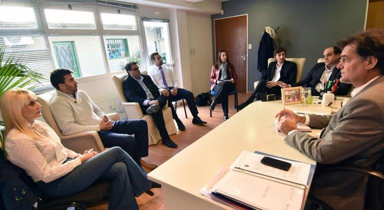 Funcionarios provinciales se reunieron con representantes de la consultora Global Business Community para incorporar nuevas tecnologías para el ahorro y la eficiencia energética.