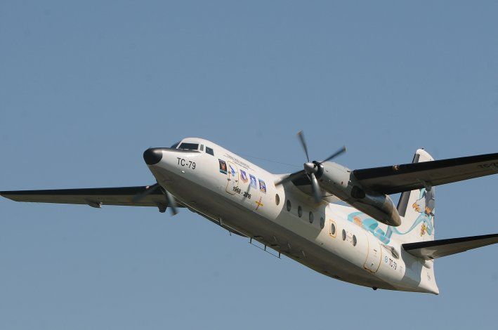 El último fokker-27 de la fuerza aérea realiza su viaje de despedida. Fotos: Télam