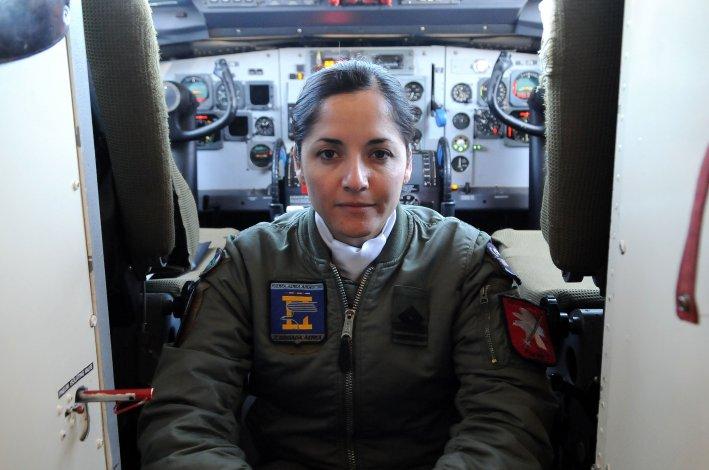 El último fokker-27 de la fuerza aérea realiza su viaje de despedida