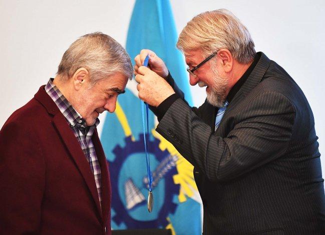 Das Neves recibió un premio por fomentar el deporte
